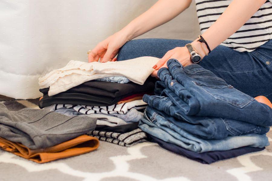 Bazowa garderoba - must have kobiecej szafy